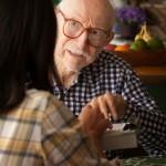 Malades d'Alzheimer : se raconter pour mieux s'identifier