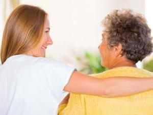 Aide à domicile : baisse des cotisations pour les particuliers employeurs