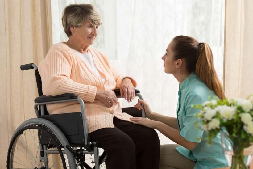 personnel soignant en maison de retraite toutes leurs t ches. Black Bedroom Furniture Sets. Home Design Ideas