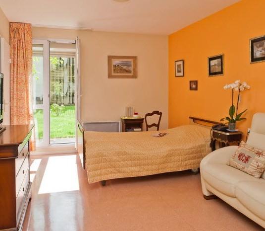 maison de retraite le val d essonne maurepas 78. Black Bedroom Furniture Sets. Home Design Ideas
