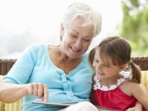 Cinq bonnes raisons de rendre visite régulièrement à vos proches âgés