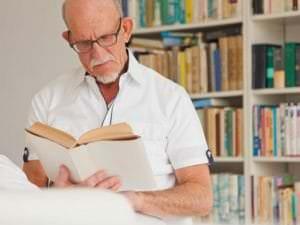 Les 7 bienfaits de la lecture sur le bien-être des personnes âgées