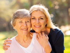 Une retraite à taux plein à 65 ans pour les aidants familiaux