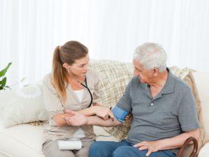 L'hospitalisation à domicile : des soins à domicile, mais aussi en Ehpad