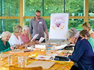 La maison de retraite : mieux pour la santé des seniors isolés ?