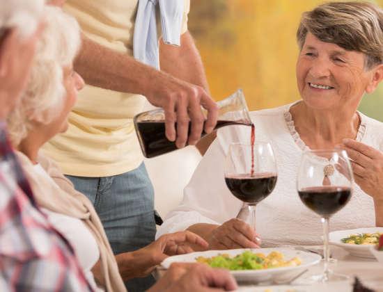 L alcool en maison de retraite libert vs s curit for Alcool de verveine maison