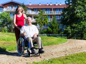 Comment choisir une assurance dépendance pour payer sa maison de retraite
