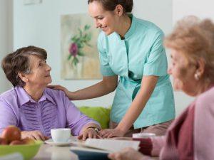 Recherche d'une maison de retraite : les huit erreurs à éviter