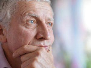 Accompagnement d'une personne âgée : résoudre les conflits familiaux