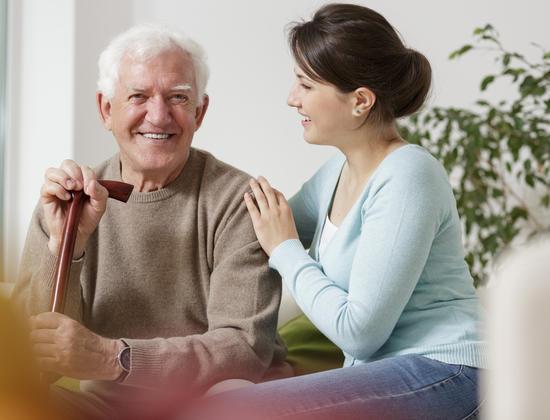 Aidants : les 5 coûts cachés de l'accompagnement de votre proche âgé
