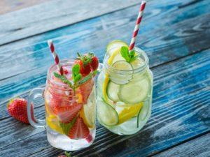 5 recettes d'eau aromatisée contre la déshydratation des seniors