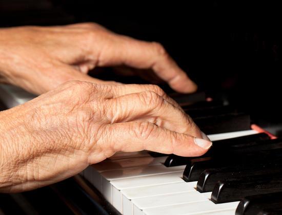 Alzheimer : tout savoir sur les bienfaits de la musicothérapie
