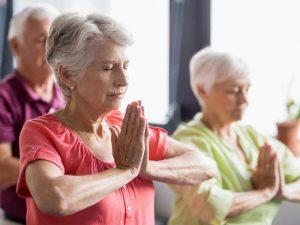 Yoga : le sport senior idéal pour garder la forme !