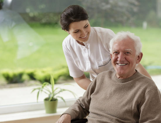 Mythes et réalités sur la vie dans les résidences seniors