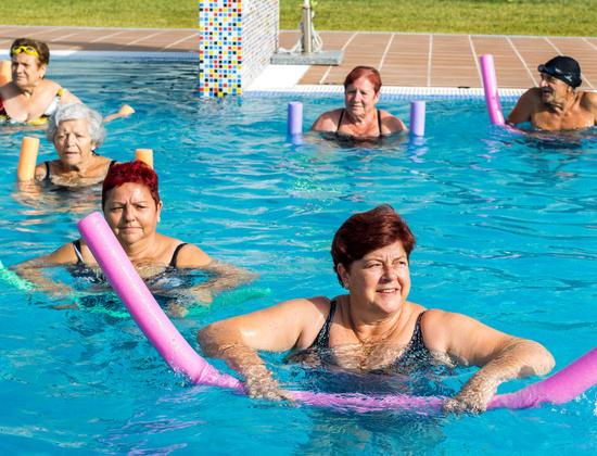 Les bienfaits de l'aquagym chez les seniors