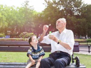 Alzheimer : 8 conseils pour une visite réussie des petits-enfants