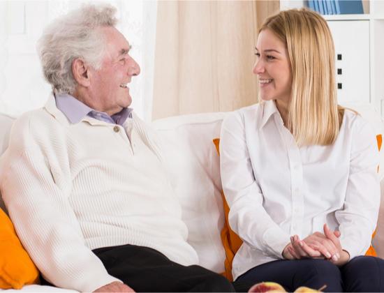 Aidant : comment assister un proche âgé à distance