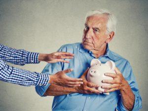 Apprenez à prévenir la maltraitance financière des personnes âgées