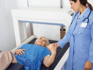 Comment prévenir les fractures liées à l'ostéoporose ?