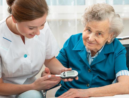 Diabète chez les personnes âgées : symptômes et prévention
