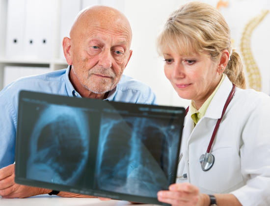 5 conseils pour prévenir la pneumonie chez les personnes âgées