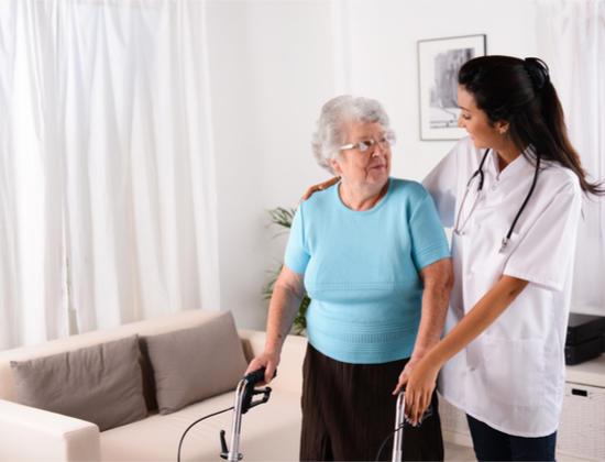 Prévention des chutes chez les seniors : le rôle du médecin traitant