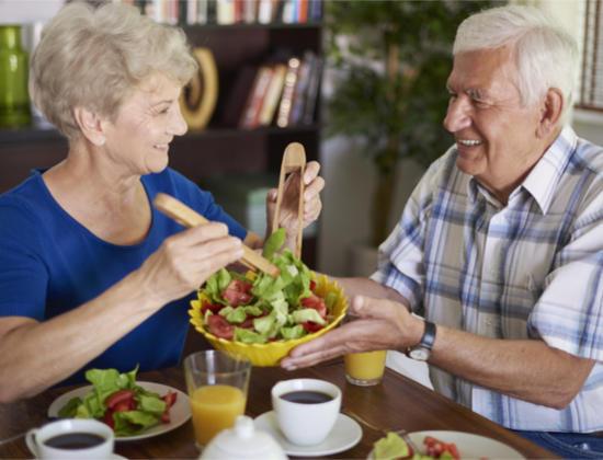 Seniors : 10 astuces pour manger sain au grand âge