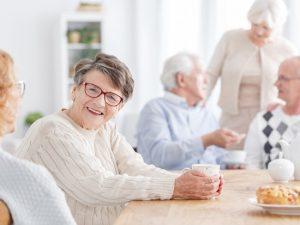 5 conseils pour garder une vie sociale active après 60 ans