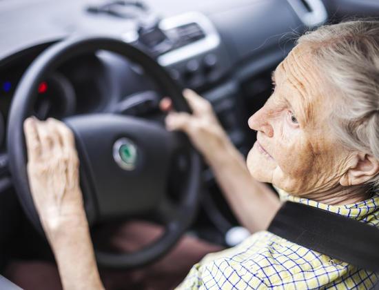 Comment parler à votre proche âgé de sa conduite dangereuse au volant ?
