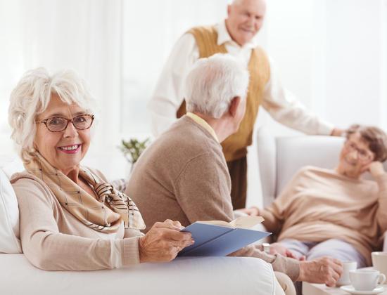 Accueil en maison de retraite : une aide possible des caisses de retraite