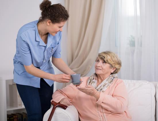 Tarif APA : fait-il bon vieillir à domicile dans votre département ?