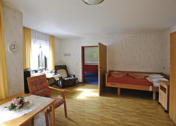 Ehpad : faut-il choisir une chambre seule ou double ?