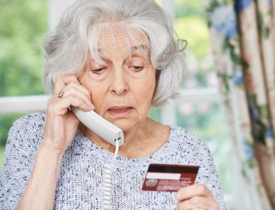 Alzheimer : conseils pour protéger un proche des arnaques médicales