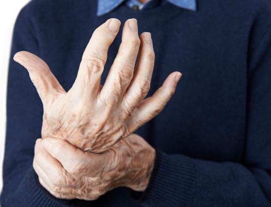 7 exercices pour soulager les douleurs de l'arthrite chez les seniors