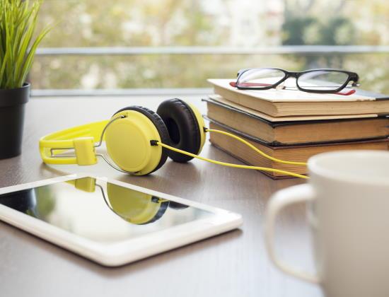 Guide du livre audio : continuer à profiter de la lecture au grand âge