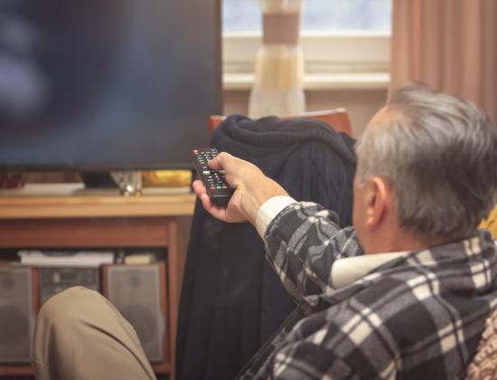 Les personnes âgées sous représentées dans les JT