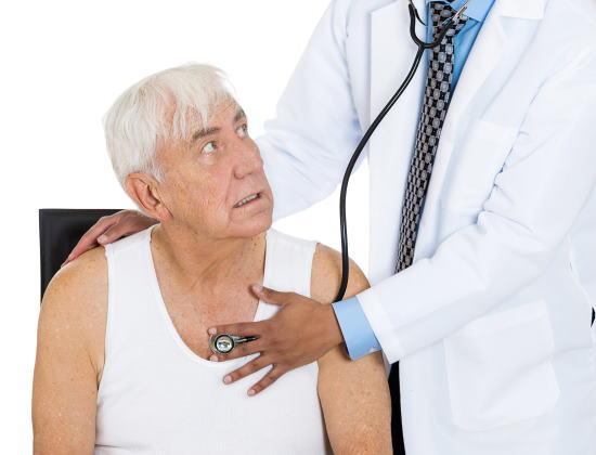 L'insuffisance cardiaque chez les personnes âgées : symptômes et prévention